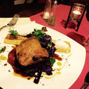 Reservieren Sie rechtzeitig im deutschen Restaurant Ausspanne in der Kastanienallee das Weihnachtsmenü